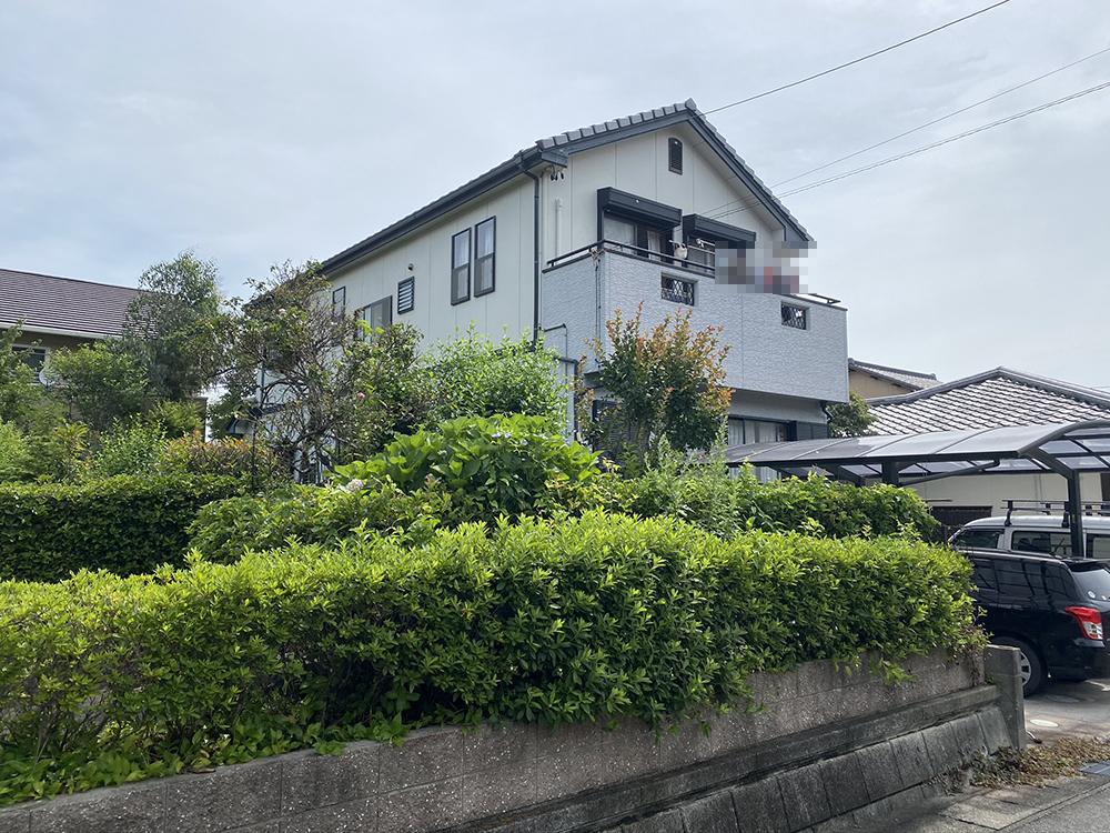 豊川市御油町 シリコン塗料によるツートンカラー仕上!色あせが蘇りました