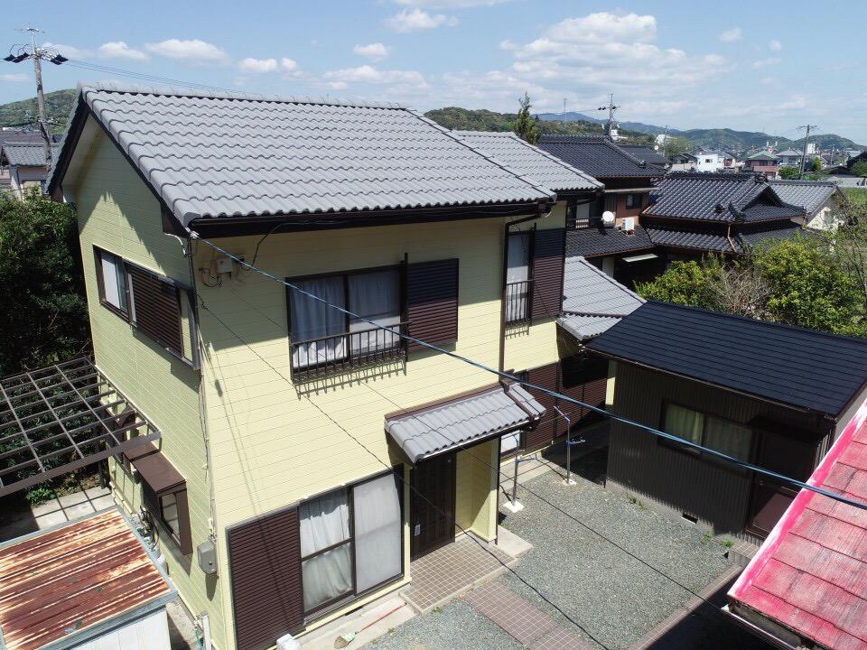 豊川市御油町 屋根は断熱ガイナ!外壁は汚れにくいリファインでの塗替えです
