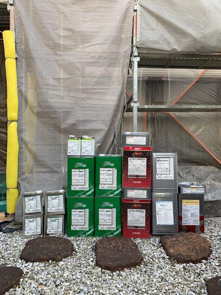 外壁下塗り:AGC ABFライトプライマー 外壁上塗り:AGC ルミステージ弱溶剤GT 付帯部:大日本塗料 EXスマイルフッソ 錆止め:AGC 防錆プライマー エンボス下処理:ニッペ 塩ビゾルウレタンプライマー シーリング下処理:AGC バリヤプライマー 専用シンナー:AGC ライトシンナー
