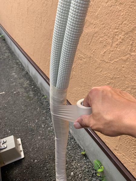 痛んだエアコンの配管テープを巻き直しました。