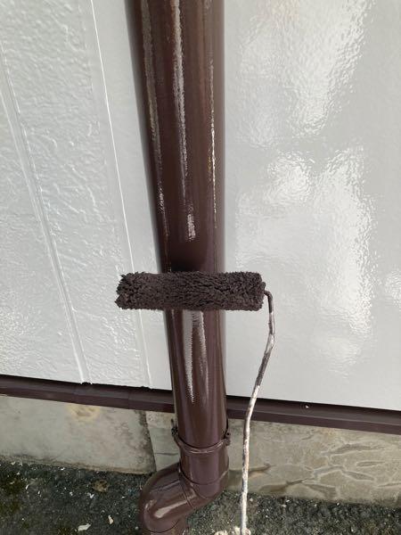 雨樋2回目塗装。仕上げ塗りです。