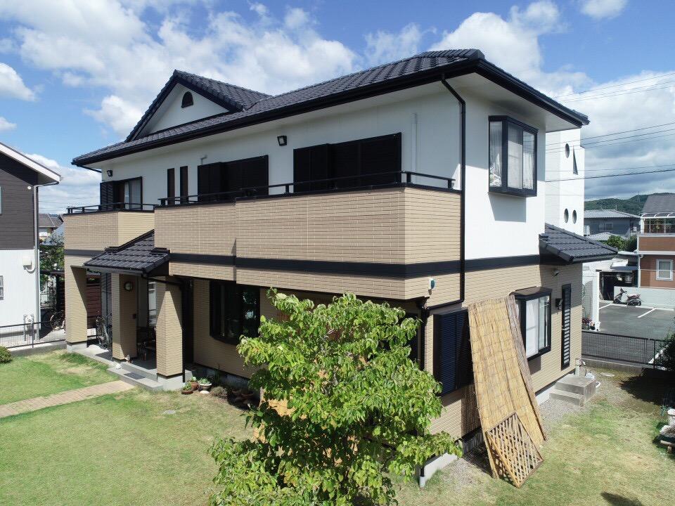 豊川市市田町 温かみのある優しい色彩のお家になりました。幕板も交換で安心