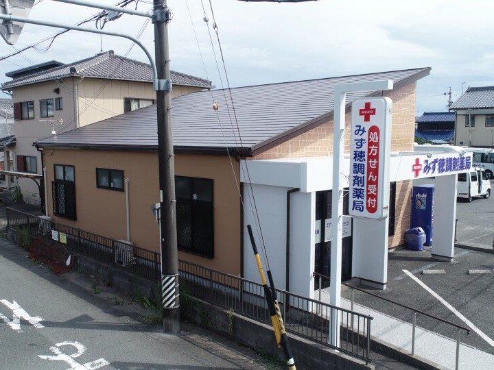 豊川市新豊町 温かみのある暖色カラーで塗替え!屋根はカバー工法です